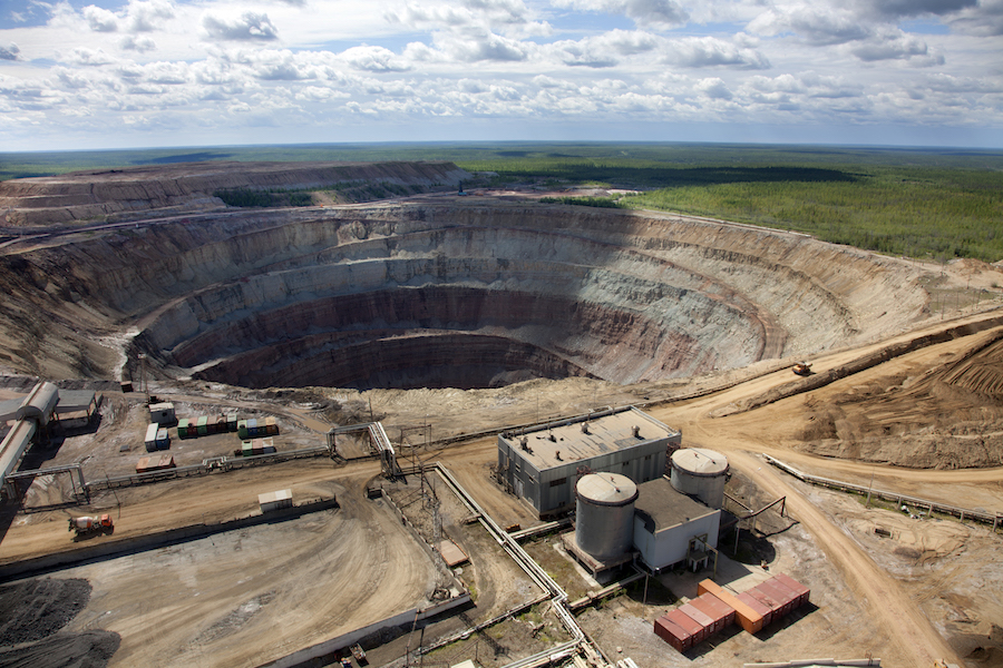 Search for missing workers trapped at Russia's Alrosa mine fails