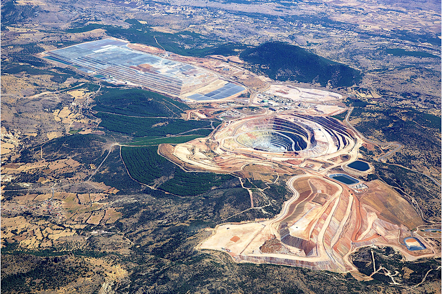 http://www.mining.com/wp-content/uploads/2017/09/Gold-miners-seek-safety-as-political-risks-rise.png