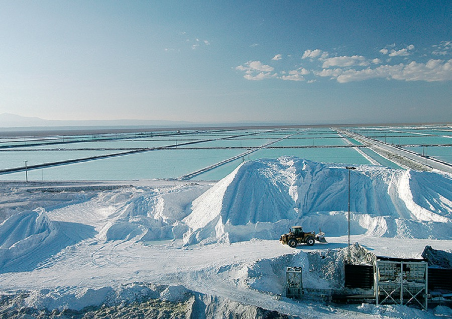 PotashCorp hires banks to lead sale of stake in Chilean lithium producer
