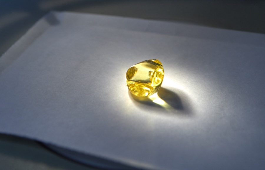 Alrosa has just unearthed another large yellow diamond, hits annual record of massive findings
