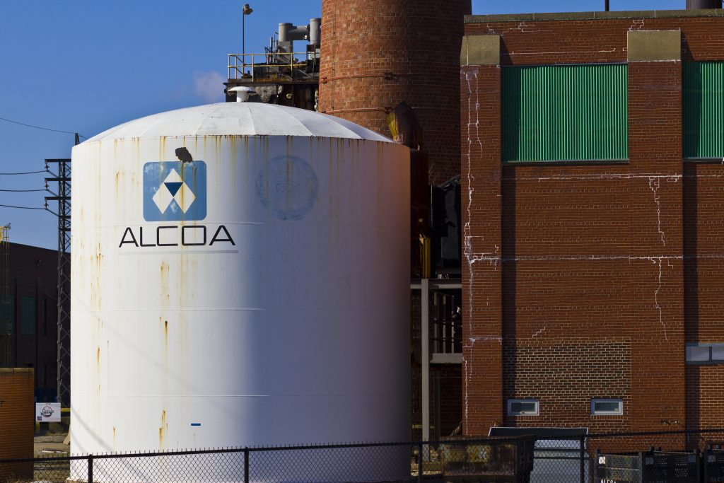 Alcoa details plans to cut carbon emissions from making alumina