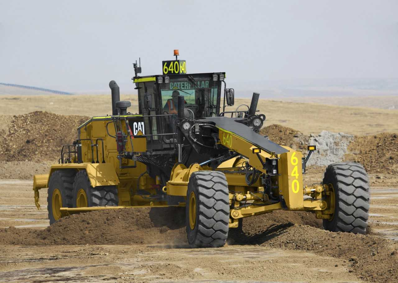 New Cat® 24 Motor Grader improves performance, lowers costs