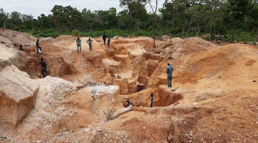 Searching for Gold in Kwara State, Nigeria. Photo by Gudjohnsen007, Wikimedia Commons.