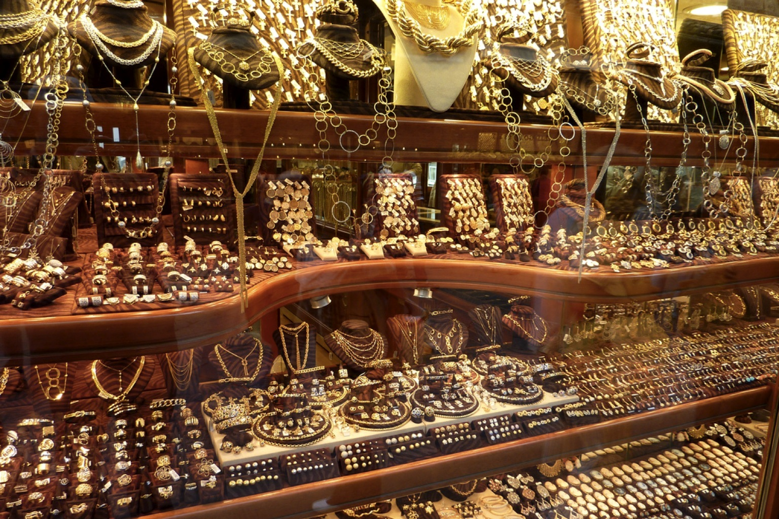 Asia Gold Demand Quiet Amid Small Price Moves India S Widen