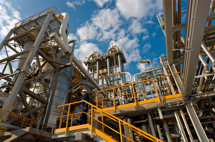 Greece shortlists Glencore and Vitol in Hellenic Petroleum