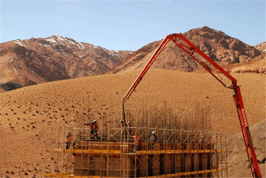 workers trapped after chilean copper mine 2018-7-8 updated: oct 12, 2011 on oct 13, 2010, 33 miners who had been trapped underground for more than two months all returned to the surface after a successful rescue operation that inspired chile.