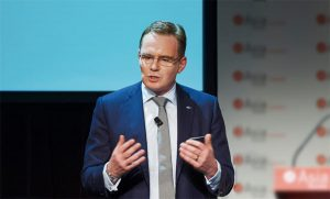 BHP's Australian shareholders vote to stay in coal lobby groups