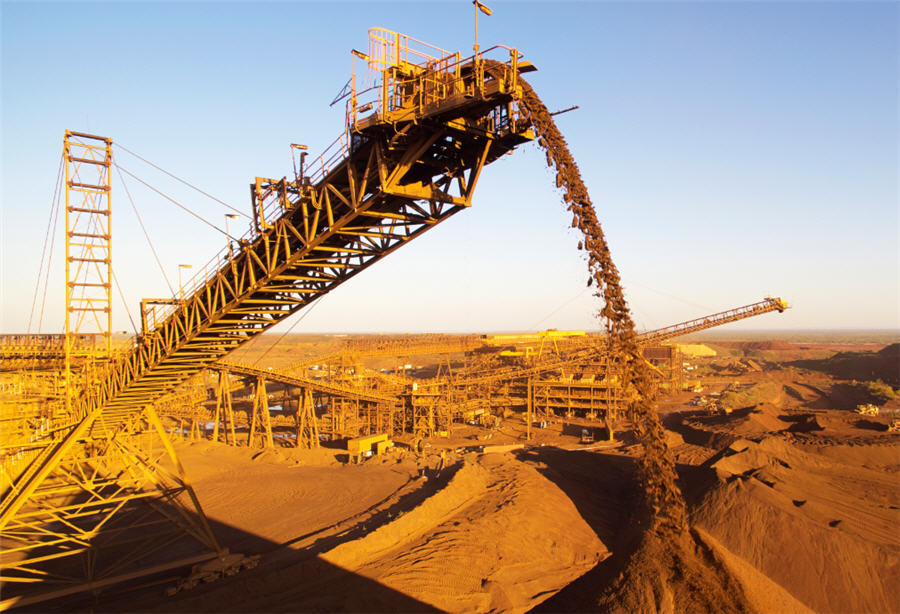 Fortescue declares bumper dividend, but faces setback in green push