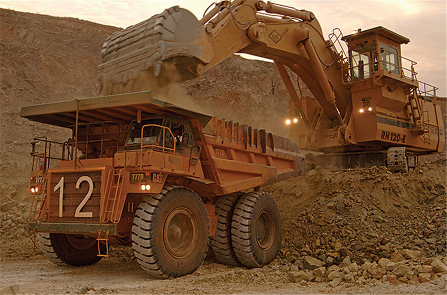 AngloGold reinstates trimmed output guidance