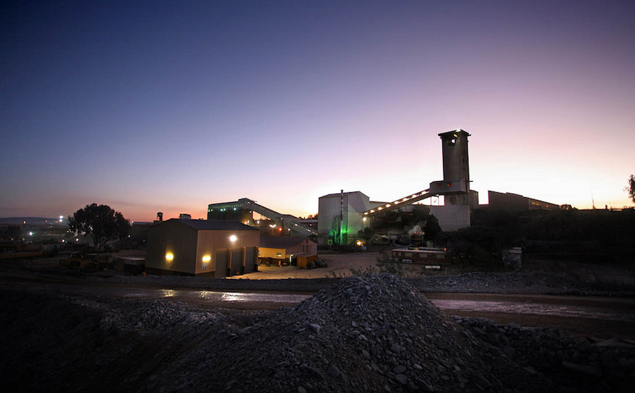 Sibanye shuts gold mines in South Africa as strike turns violent