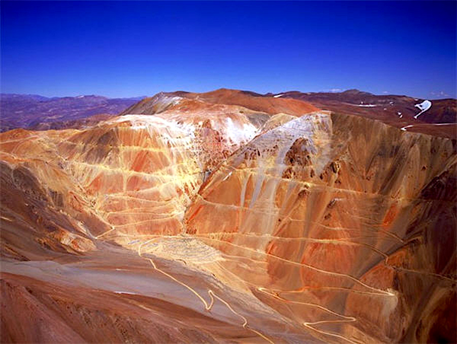 """Chile court orders """"total and definitive"""" closure of Barrick's Pascua-Lama"""