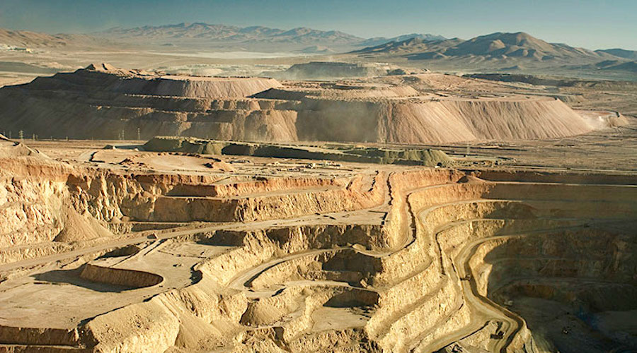 Chile says copper output down in November