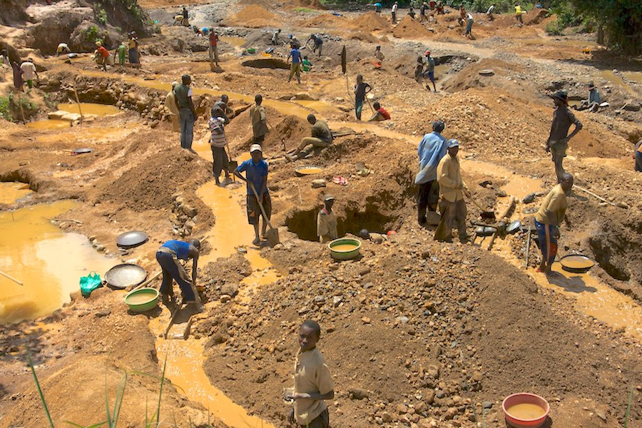 Health and safety issues bigger risk to human rights than conflict minerals — report