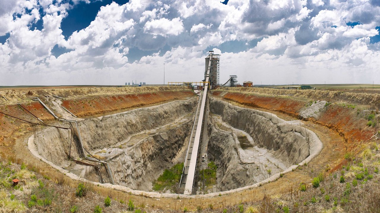 Anglo American lowers thermal coal production forecast amid move to exit sector