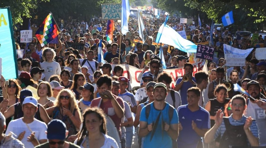 Massive protests force Argentinian governor to abolish mining law