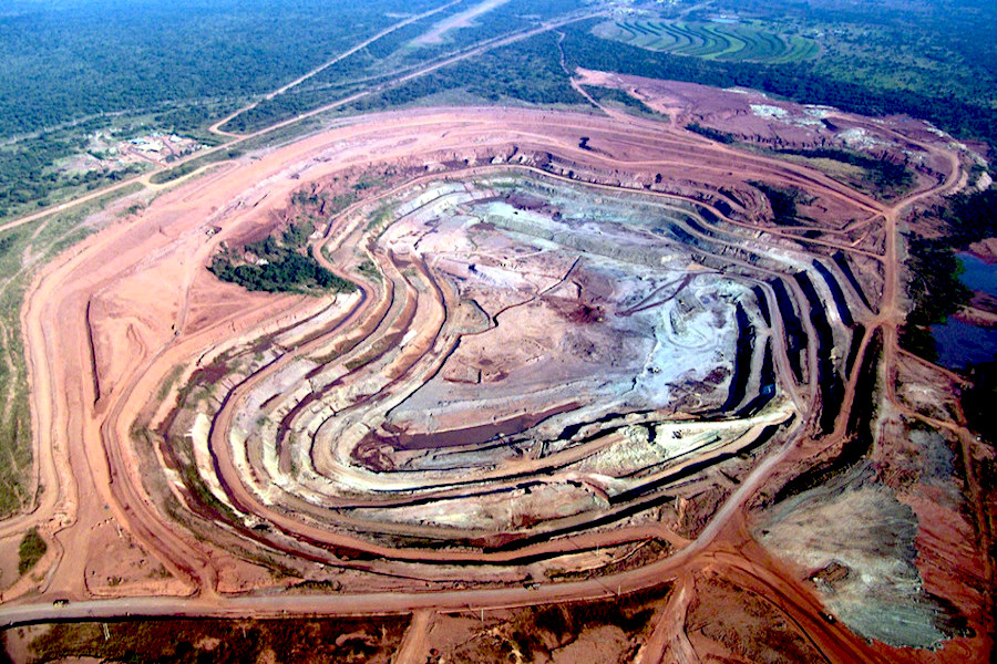 World's fourth biggest diamond mine cuts output, processing