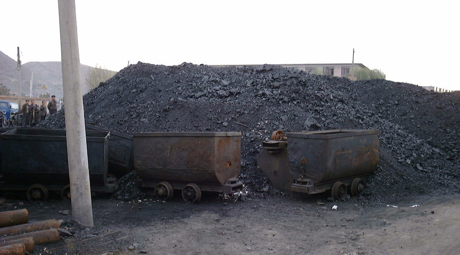 China to allow trial operations at coal mines to be extended by 1 year