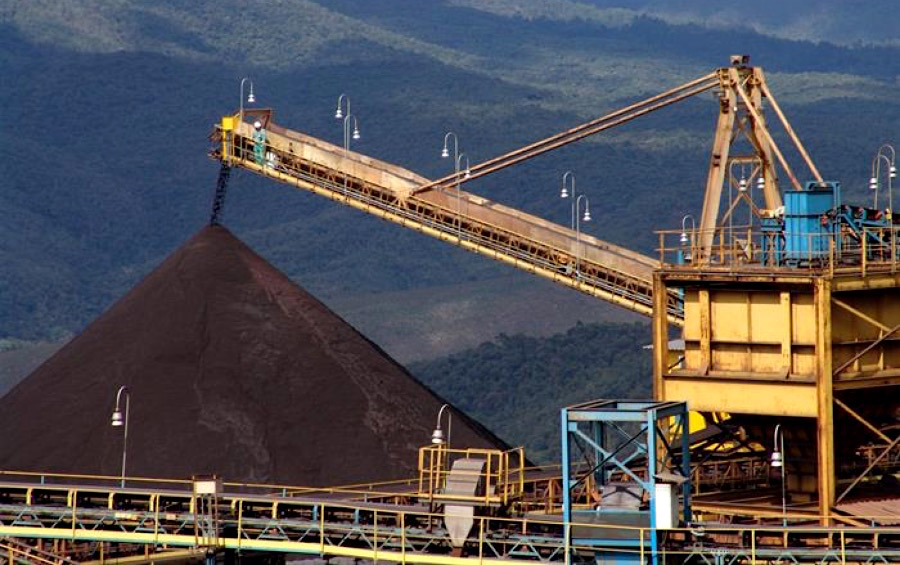 Iron ore price dives 13% on Fed, Chinese growth worries