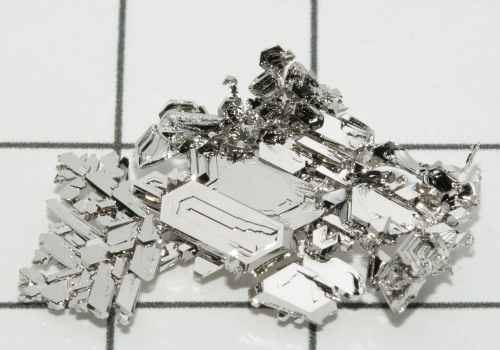 Platinum price declines as investors reassess demand outlook