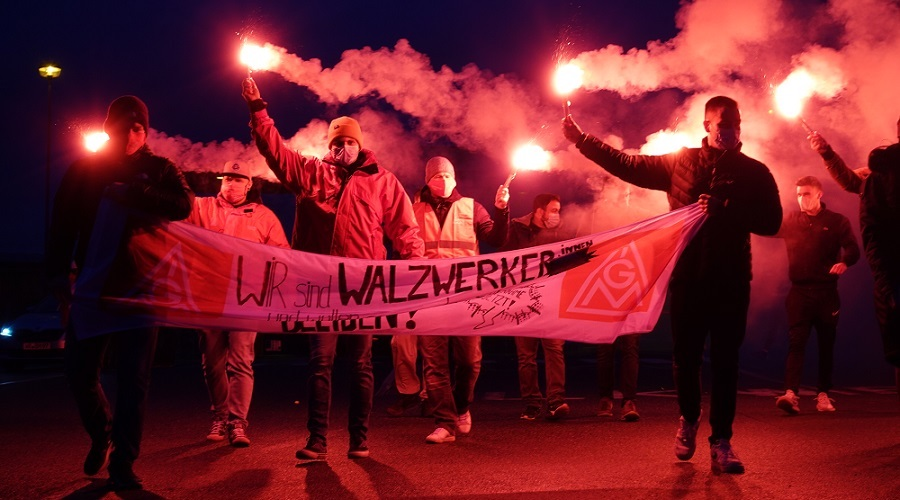 German steelworkers reach pay deal with union