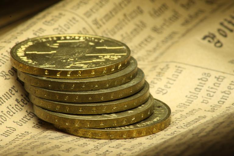 Gold price pares weekly drop as bond yields retreat