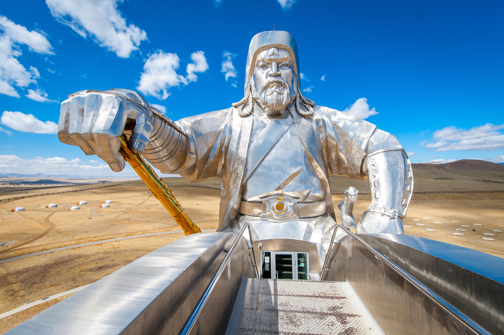 Mongolia threatens to cancel Oyu Tolgoi investment agreement