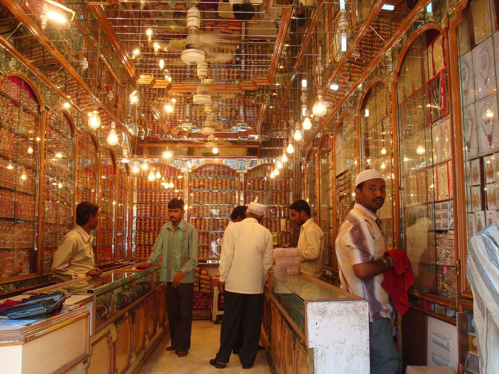 Indian dealers offer discounts as gold price run-up softens demand