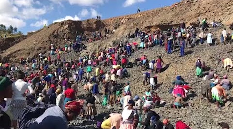 WATCH: Thousands rush to dig for diamonds in South Africa