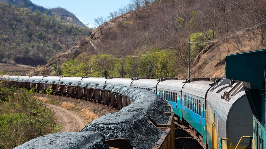 Vale revises down year-end iron ore output