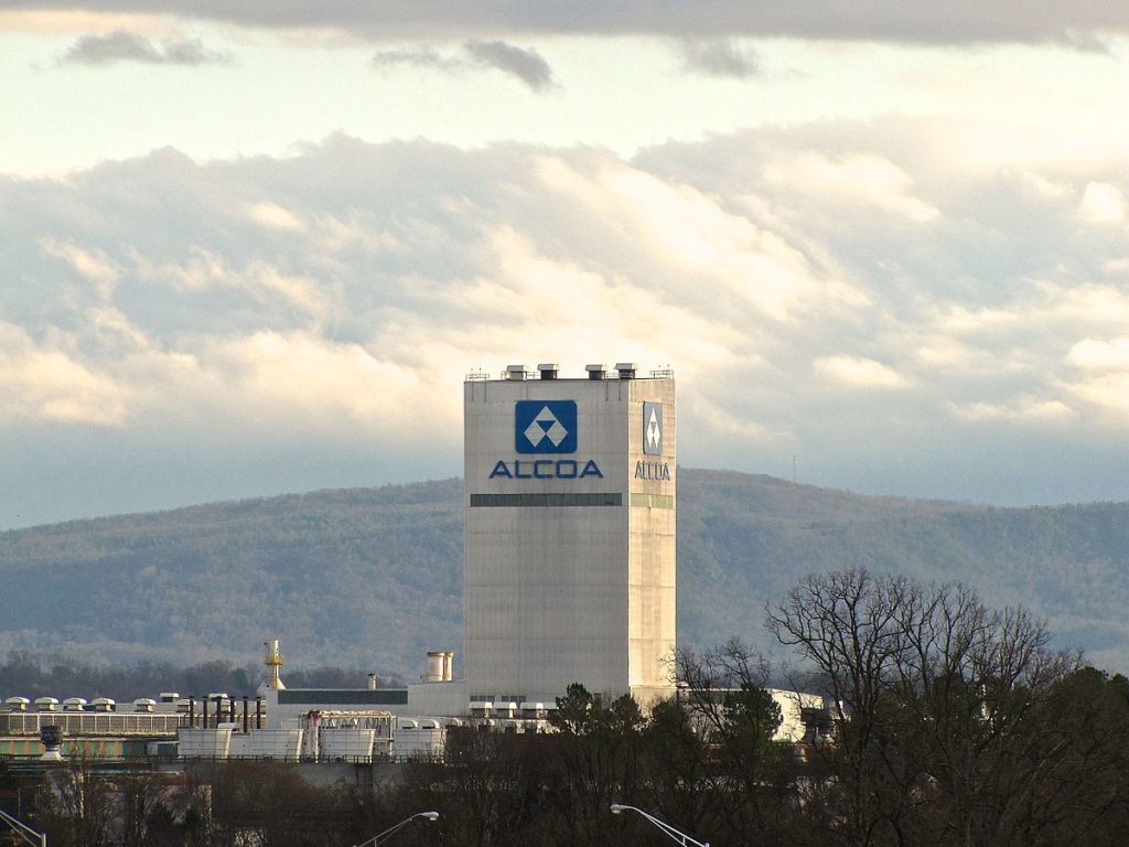 Alcoa reports better-than-expected profit, see shipments rising