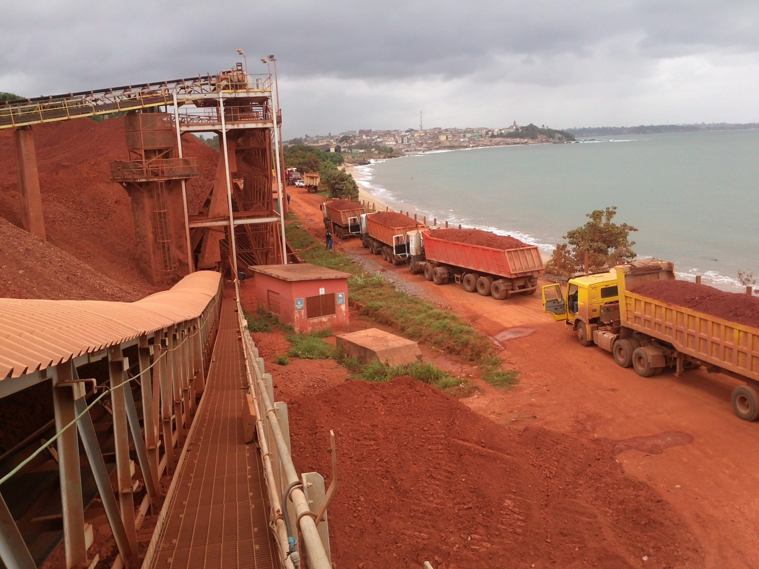 Ghana Signs $1.2 billion deal to develop its bauxite resources